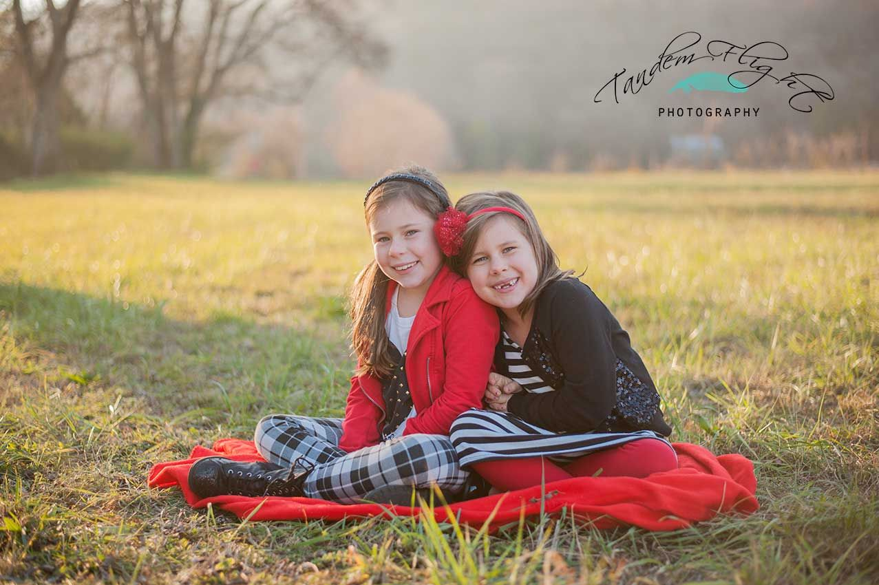 Sister pose, photography poses, two sisters, cute pose