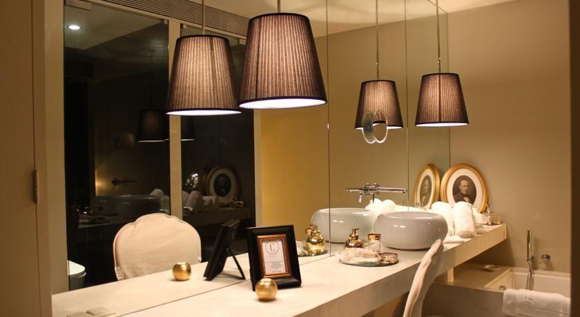 O Carmo's Boutique Hotel oferecem unidades elegantemente decoradas, localizadas em Ponte de Lima.