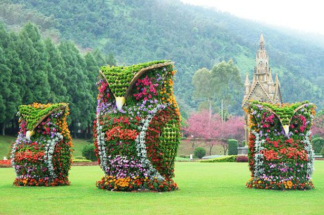 Cartoon Characters as Lovely Garden Art Scupltures Founterior