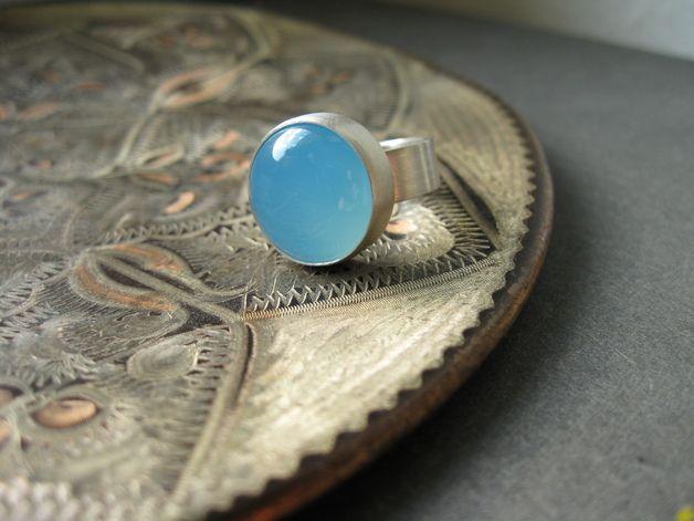 Leuchtender Chalcedon-Ring
