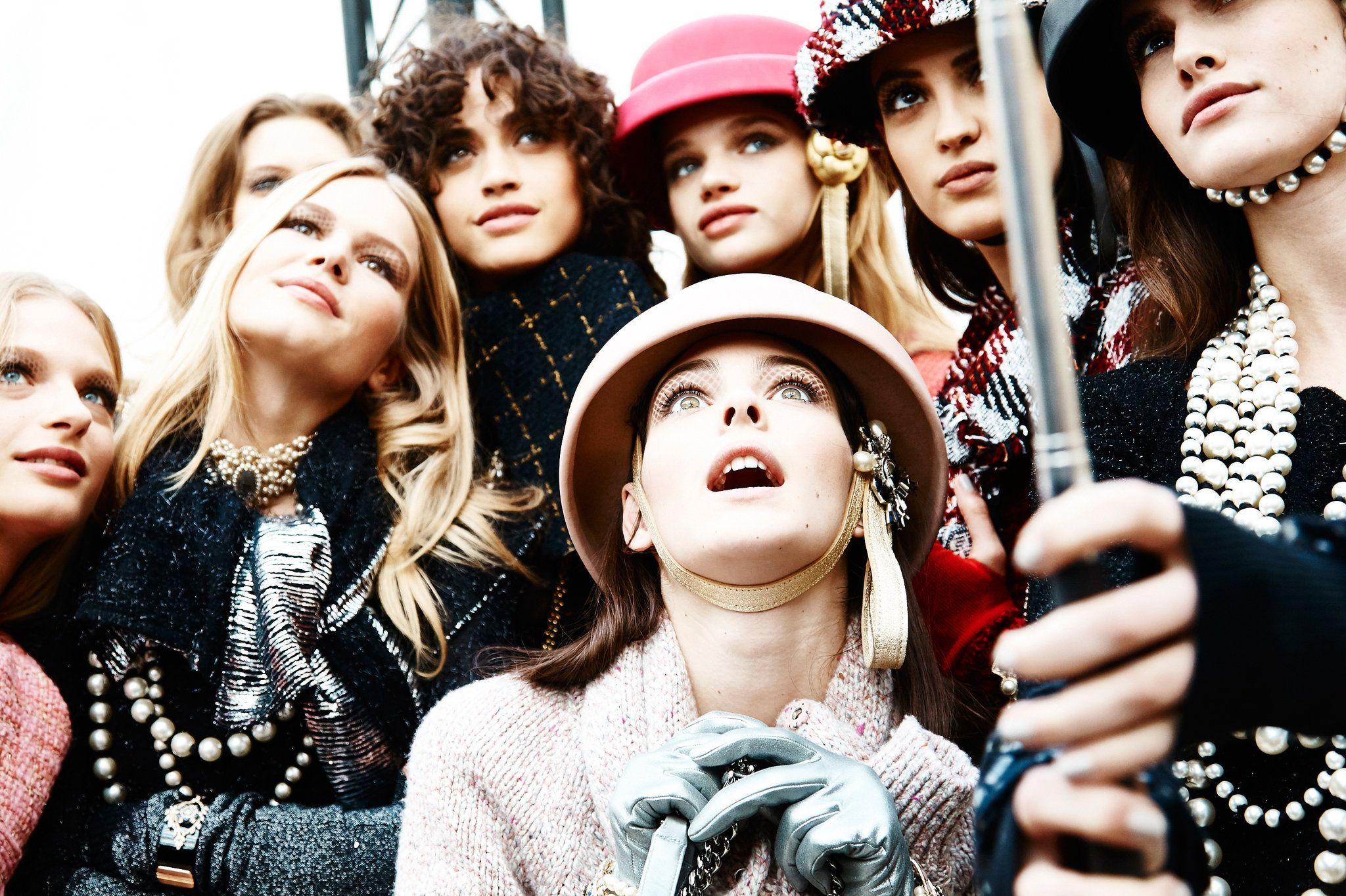 At Paris Fashion Week, Karl Lagerfeld presented layers of tweed, piles of pearls, ladylike gloves, prim handbags and delightful bags.
