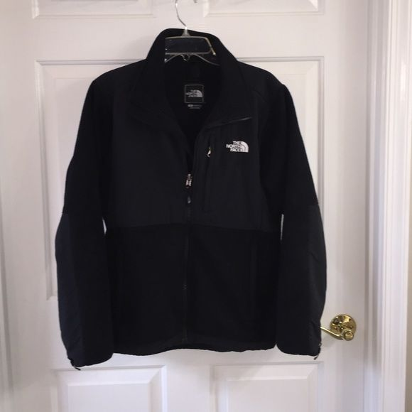 North Face Fleece Jacket Women's North Face Denali in excellent condition. North Face Jackets & Coats