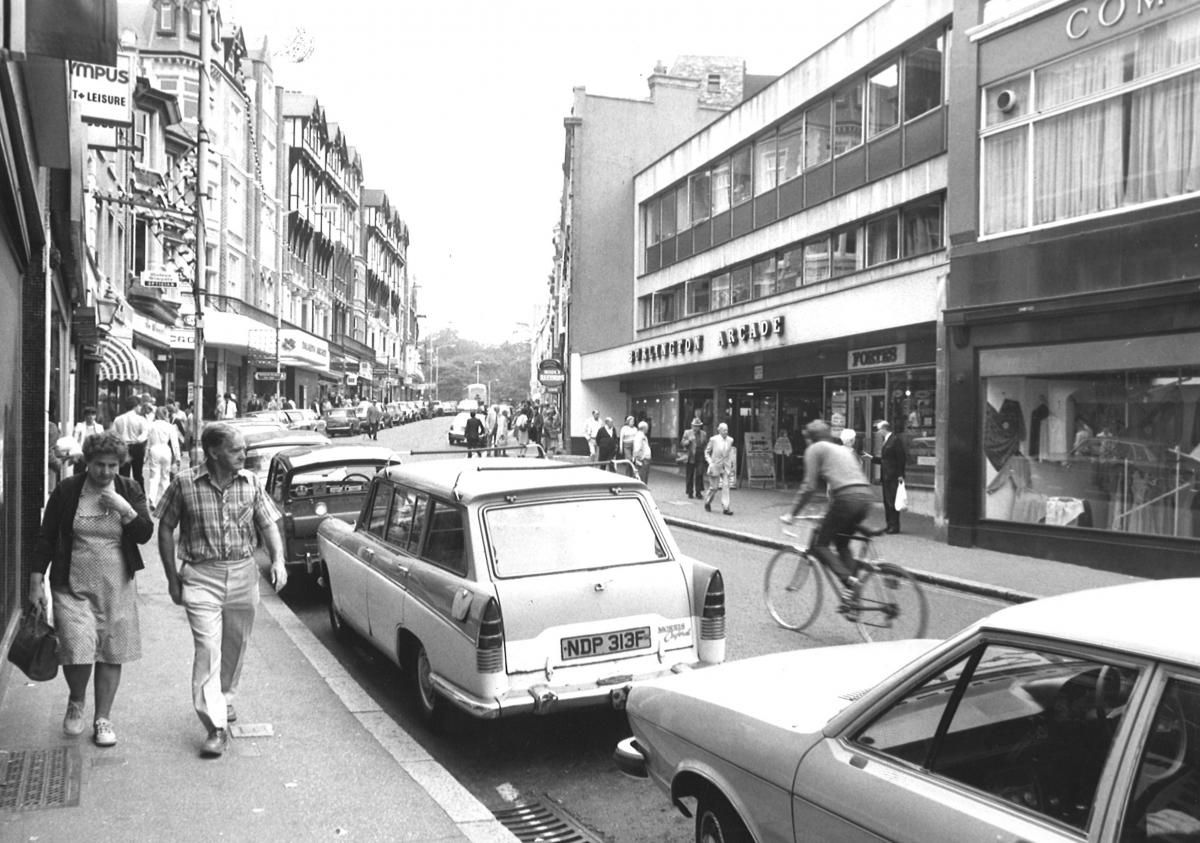 PICTURES: Dolcis, Woolworths, Borders and John Menzies - 47 shops from Bournemouth's past | Bournemouth Echo