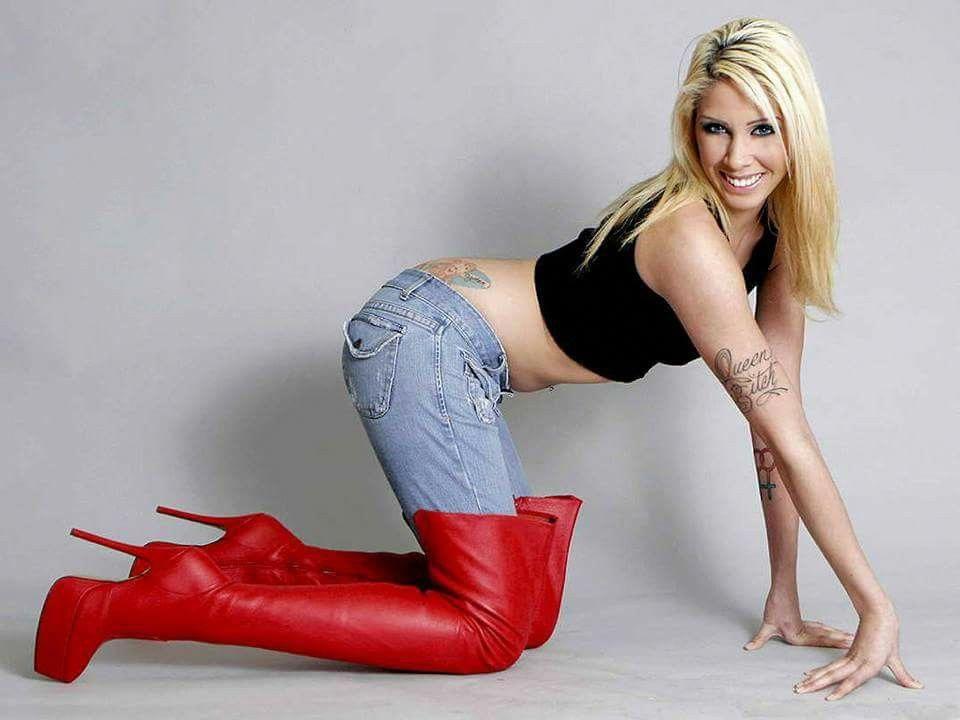 Tomi Lahren Sticks a Gun In Her Yoga Pants, Mocks March