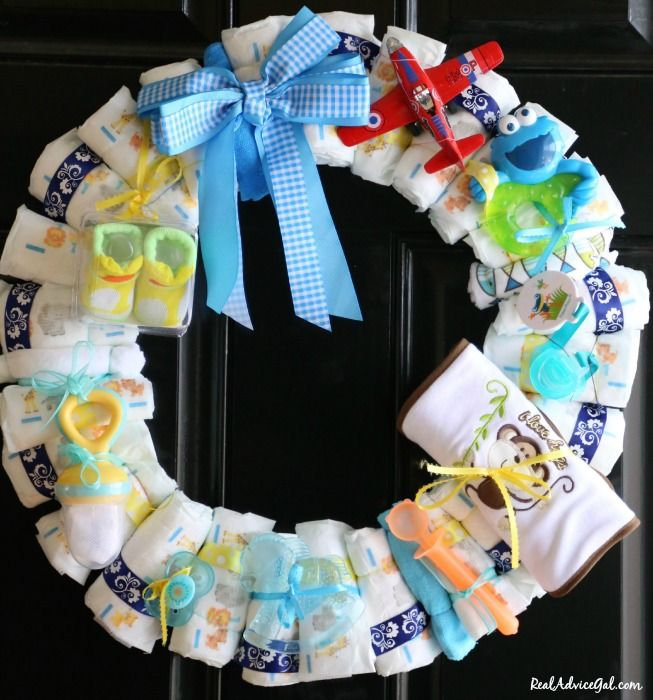 Diaper wreath for boys for Baby diaper decoration ideas
