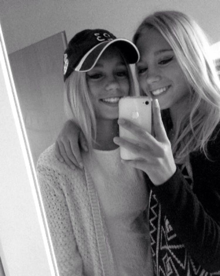 """Mi piace"": 326 mila, commenti: 2,268 - Lisa and Lena | Germany® (@lisaandlena) su Instagram: ""🔙Lena 🔜Lisa ❤️👭"""