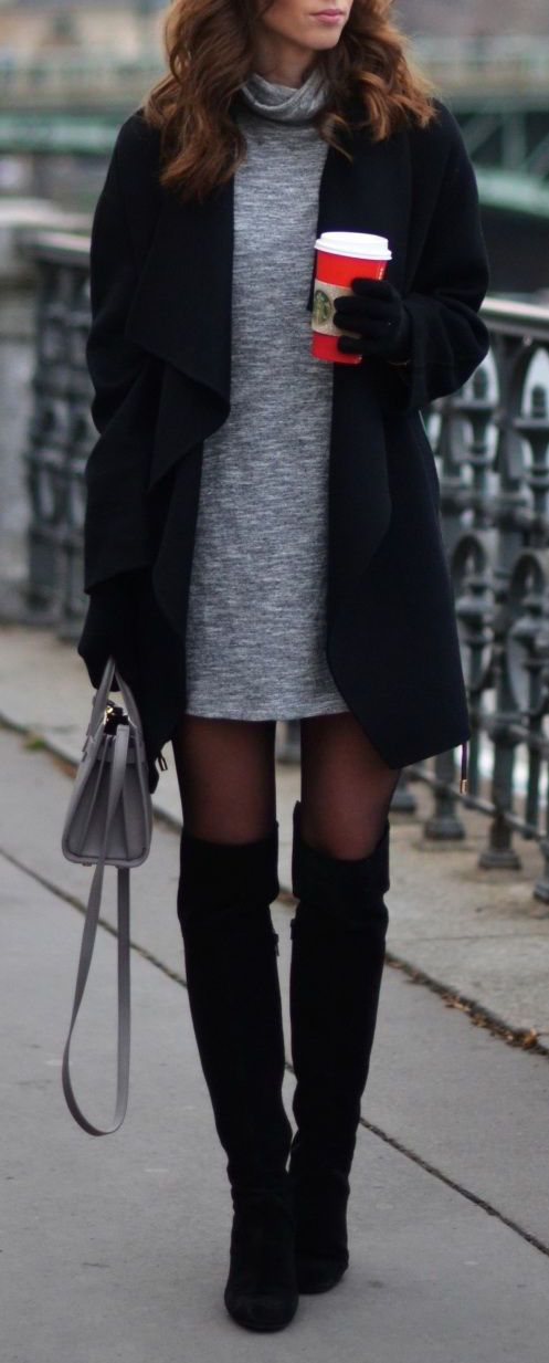 Vestido Gris Abrigo Negro Botas Negras Rodilla Bolso Gris