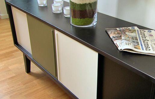 Ylivieskan puuseppien valmistama senkki, jonka ovien värityksen voi valita useasta vaihtoehdosta. #sisustusminna #sisustussuunnitteluminna #värikäs #colourful #iloinen #olohuone #livingroom
