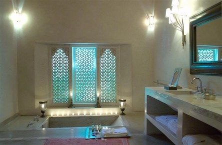 Maroc : La salle-de-bain de la suite Harim au Ksar Char-Bagh ...