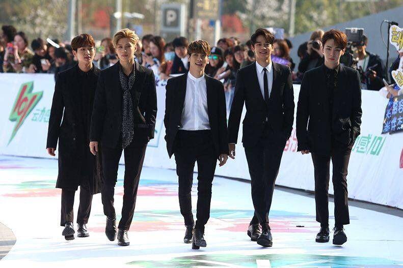 160328 #SHINee - the 23rd East Billboard Music Awards Red Carpet in Shanghai Credits: 山泥村金鐘範