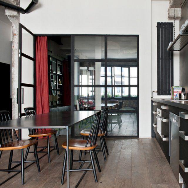 Un appartement de caractère au style industriel   Room