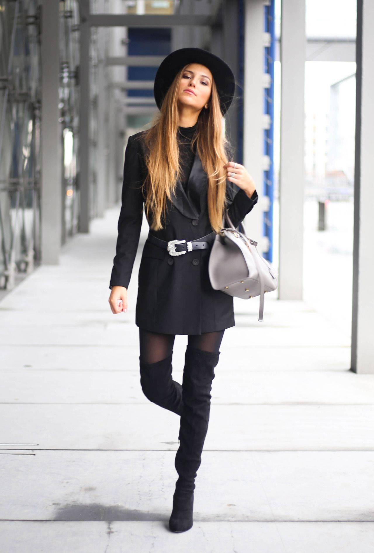 255454e114b justthedesign  A great way to wear thigh high boots is demonstrated here by  Sandra Willer