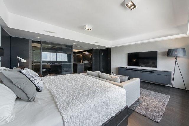Uberlegen Schlafzimmer Modern Grau Weiß Begehbarer Kleiderschrank