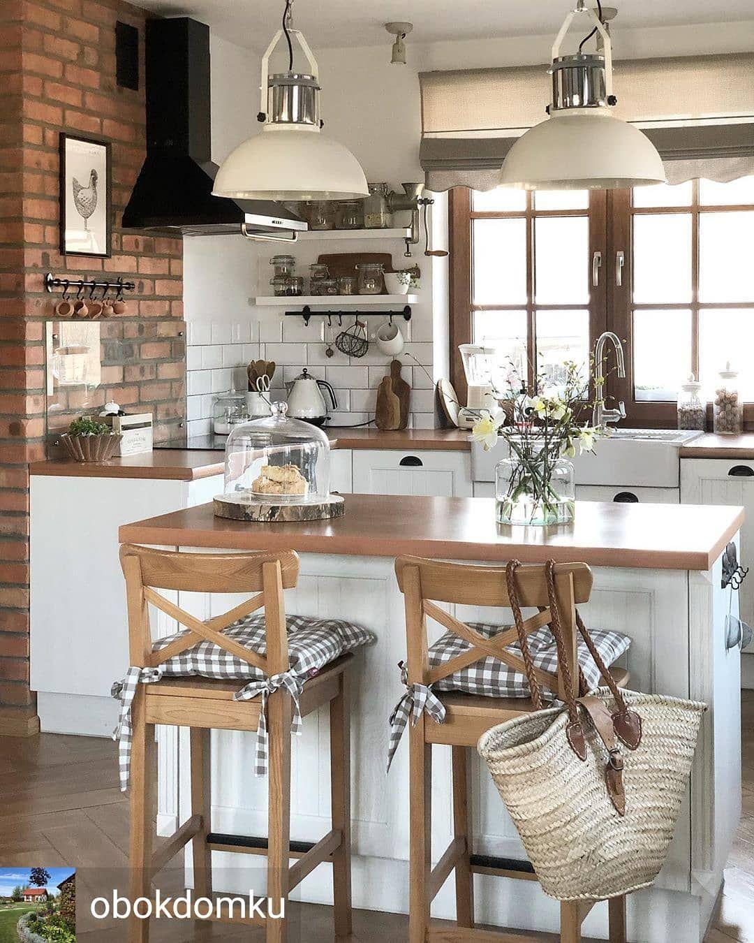 Przedstawiamy Piekna Aranzacje Kuchni Obokdomku Kuchnia Wnetrzazesmakiem Kuchenneinspiracje Kitchen Design Small Home Kitchens Farmhouse Kitchen Design
