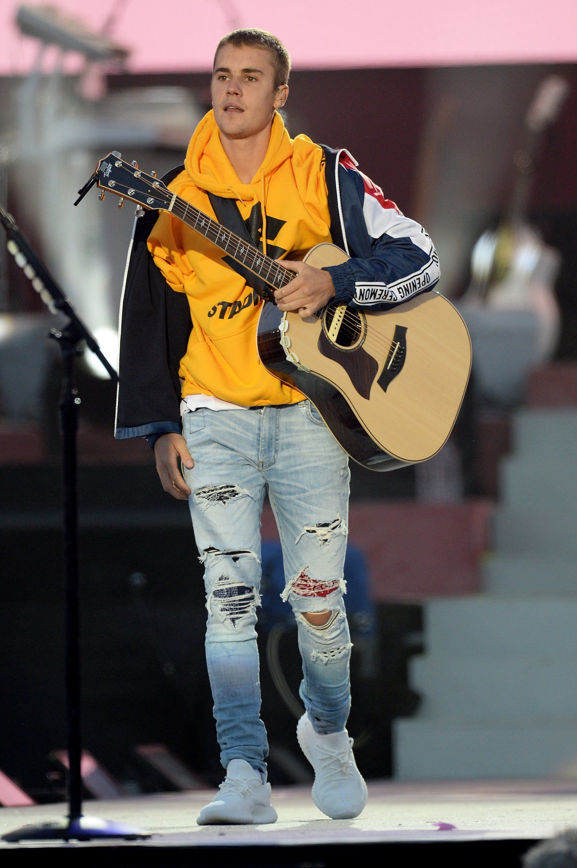 MostWantedLooks: Justin Bieber performing at One Love Manchester ...