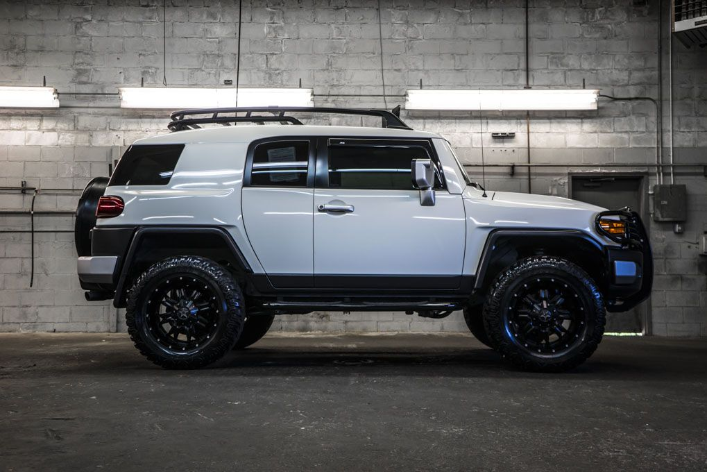 customized white on black 2010 toyota fj cruiser 4x4 with custom rims and tiresfor sale. Black Bedroom Furniture Sets. Home Design Ideas