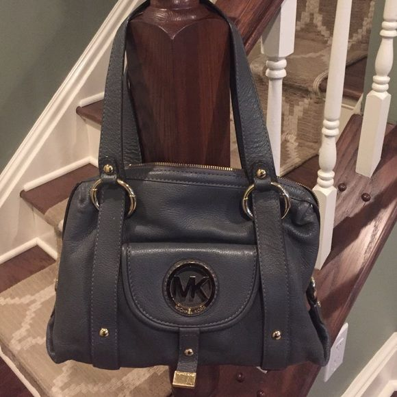 Beautiful Michael Kors leather handbag Beautiful gray Michael Kors handbag with good hardware. In pristine condition, practically brand new! Make me an offer. 😉 Michael Kors Bags Shoulder Bags