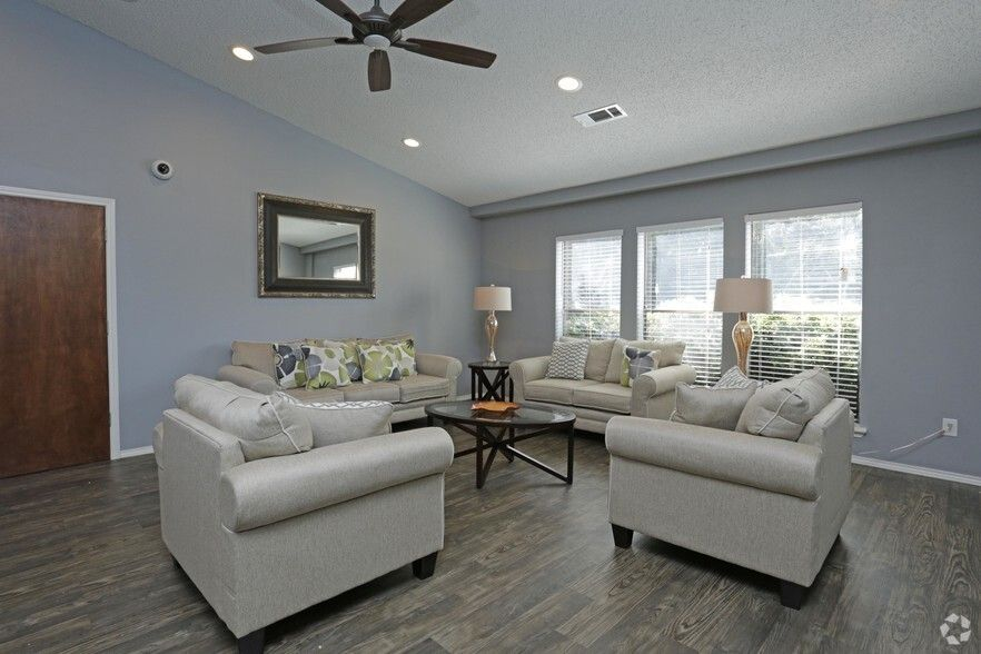 See All Available Apartments For Rent At The Glen At Highpoint In Dallas Tx The Glen At Highpoint Has Rental In 2020 Apartments For Rent Apartment Hunting Apartment