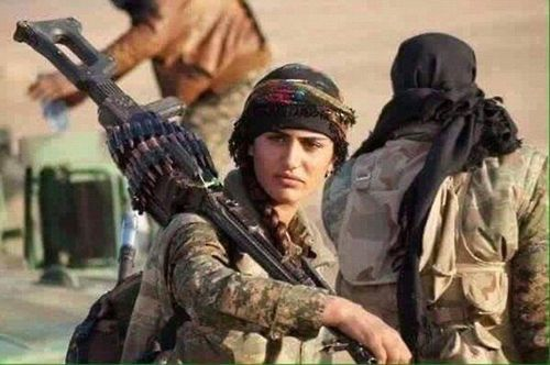 """""""'쿠르드계 앤젤리나 졸리' YPG 여전사, IS와 전투 중 사망"""""""