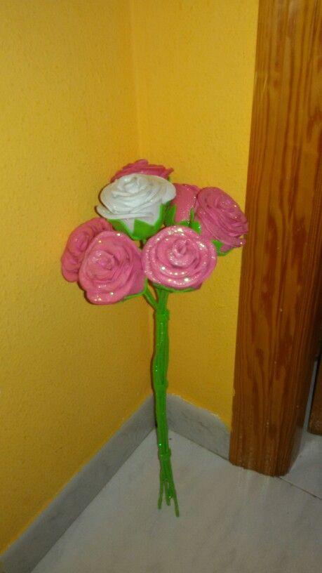 Ramo de rosas de goma eva