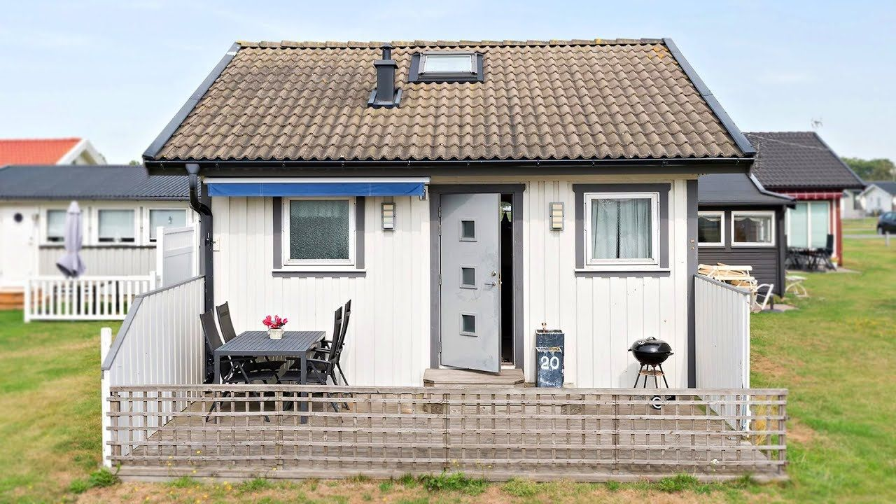 Amazing Cute Tiny Country Cottage Offers Fully Tiled Bathroom And