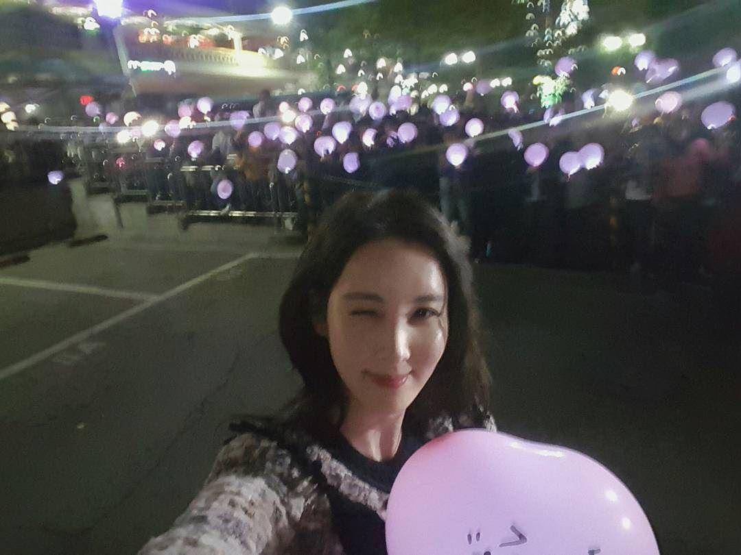 seojuhyun_s: 이 작은 사진으로 담을 수 없는 우리 팬여러분들의 넘치는 사랑♡♡♡♡♡♡♡♡♡♡♡♡ 너무너무 고마워요..♡ 너무 사랑스러운 우리 팬여러분~~ㅎㅎI love you~❤ 앞으로 영원히 간직될 소중한 추억 한장 찰칵 #사랑해♡ #愛してるよ♡ #我爱你♡ #ฉันรักคุณ♡