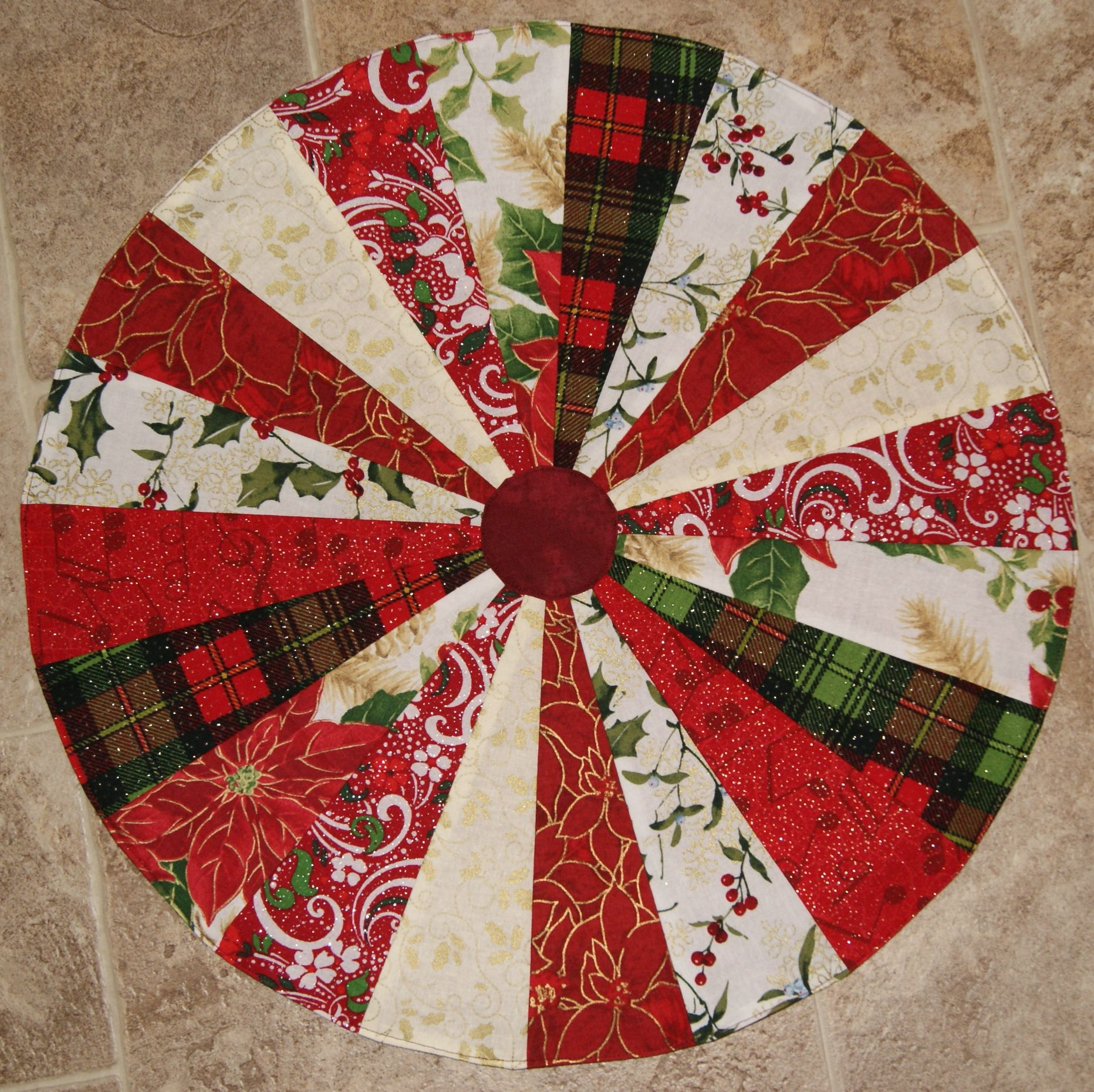 Missouri star quilt company table topper quilts quilts for Round table runner quilt pattern