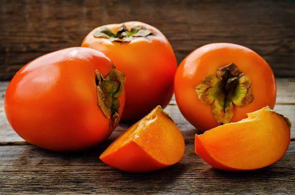 Хурма, рекомендована тем, кто борется с лишним весом. Несмотря на то, что она сладкая, хурма содержит мало калорий. Сушёные плоды хурмы применяются, как заменитель валокардина при лечении гипертонической болезни. Съедайте по 2-3 плода ежедневно. Плоды хурмы помогают бороться с проблемами желудочно-кишечного тракта. При диарее 6 спелых плодов нужно разрезать на части и залить 3 стаканами […]