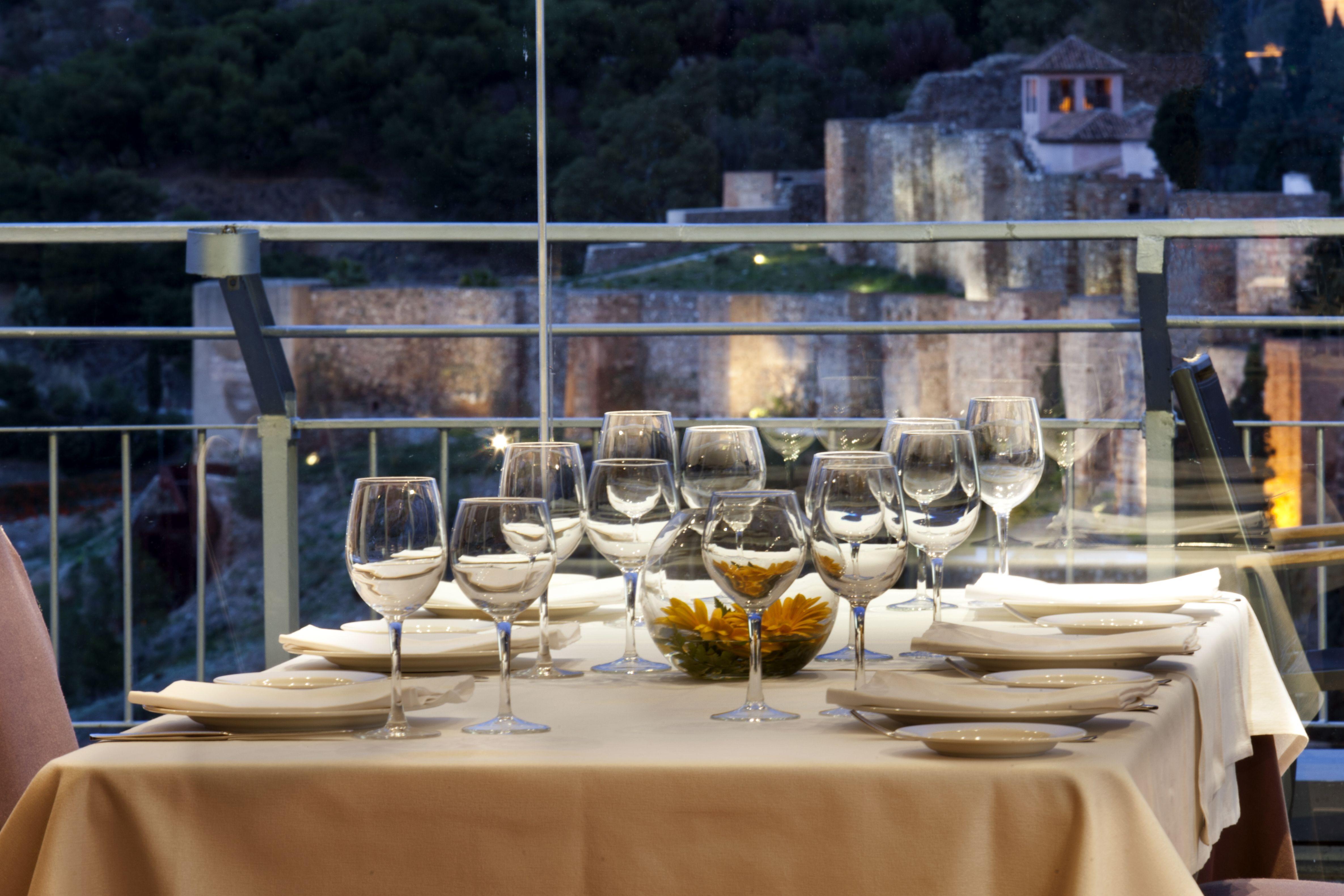 Vistas Al Castillo De Gibralfaro Y A La Alcazaba Desde El