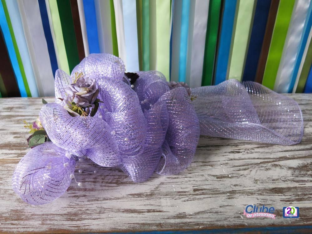 Mais um trabalho lindo que pode ser feito com as nossas amadas Telas Decorativas: esse arranjo de flores feito pela Thelma Moriani pode ser usado em festas de 15 anos, casamentos, bodas, e onde mais você quiser! Confira o passo-a-passo: http://bit.ly/1mAgv30