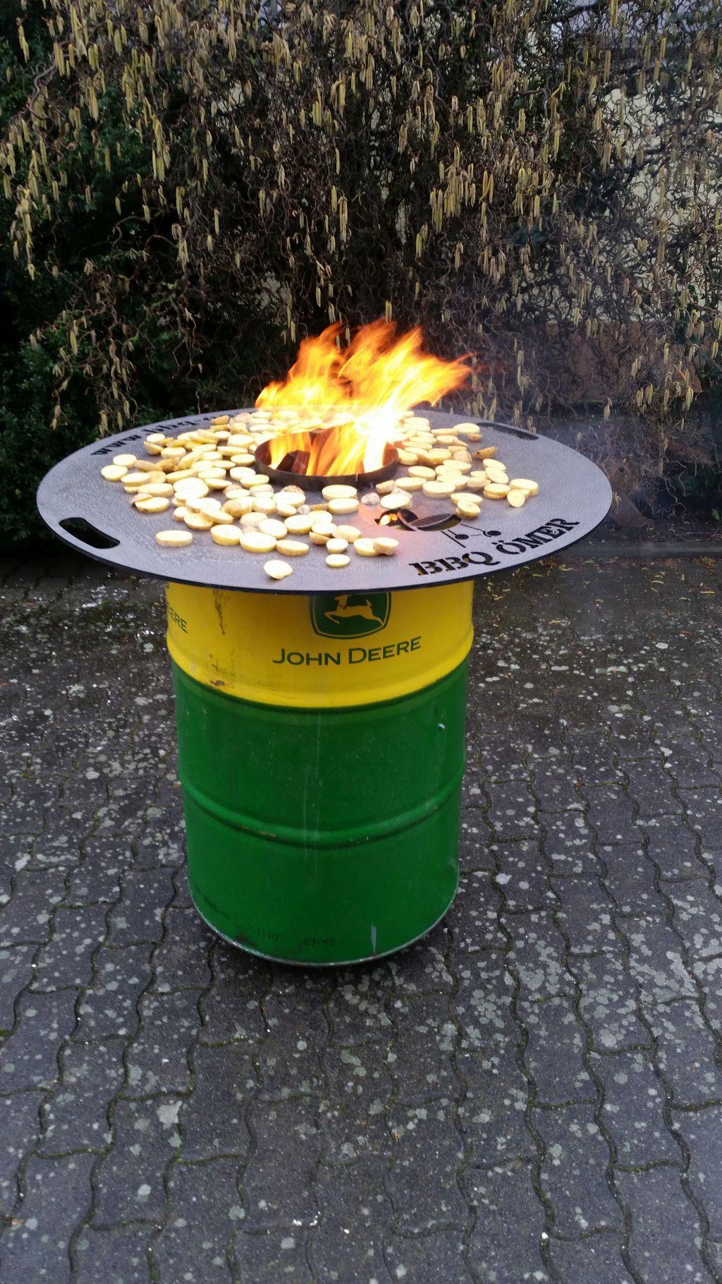 Mit einer feuerplatte gelingt jeder grillabend kurze for Outdoorkuche mit grill