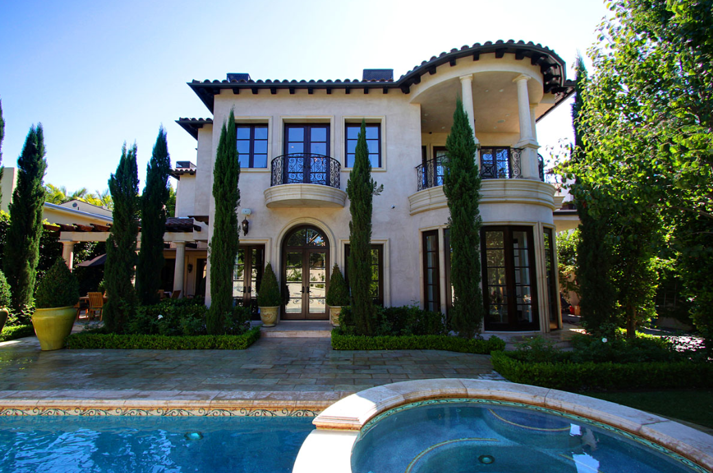 Mansions in california celebrity houses and mansions for Rich homes in california