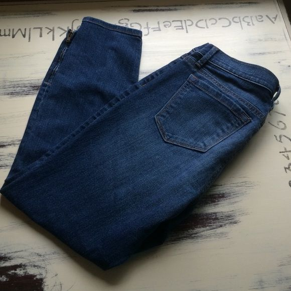 """LOFT skinny cropped jeans Modern skinny ankle jeans.  EUC!  Inseam measures 23 1/2"""" and rise 7 1/2"""" LOFT Jeans Ankle & Cropped"""
