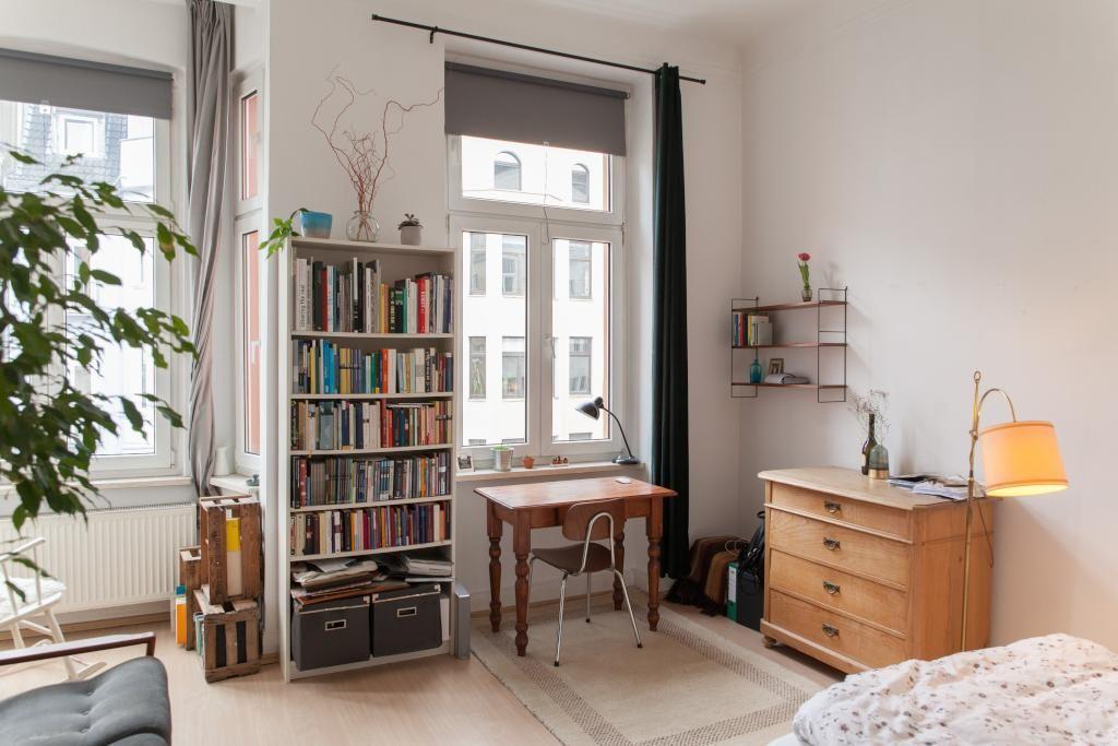 Helles Wg Zimmer In Schoner Altbauwohnung Mit Bucherregal