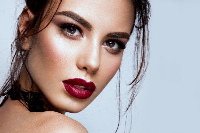 طريقة عمل مكياج للبشرة الحنطية للنهار في خريف 2019 مجلة هي Brunette Makeup Fair Skin Makeup Red Lip Makeup