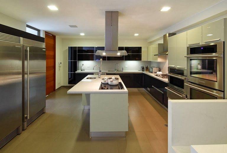 Casa Con Fachada Moderna En La Colina Jose Orrego En