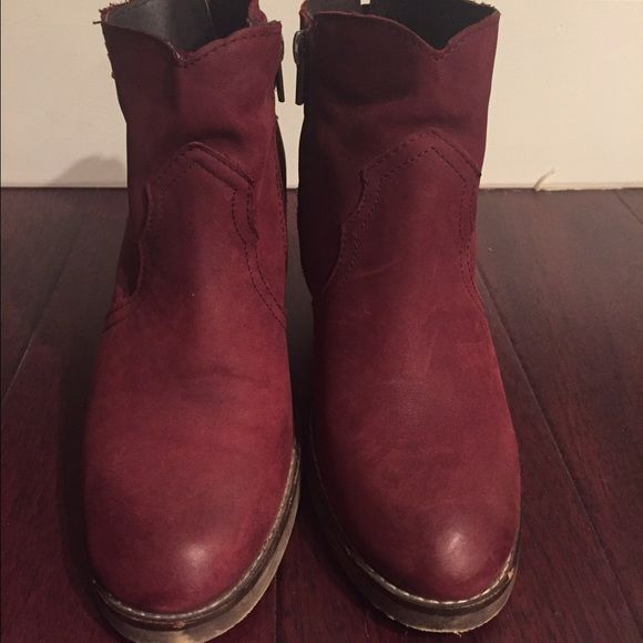 Steve madden plazma bootie Burgundy sz 8 bootie Steve Madden Shoes Ankle Boots & Booties