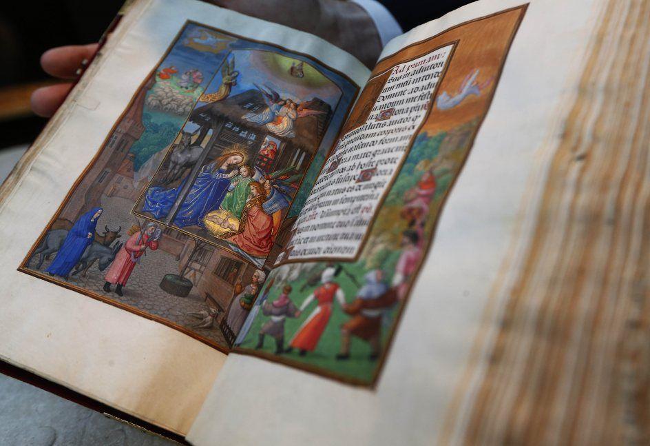 7/12EL MANUSCRITO MÁS CARO DEL MUNDOCuando el manuscrito renacentista conocido como El libro de oraciones de Rothschild se subastó hace años batió el récord más alto que se había pagado por una obra de este tipo (9,7 millones de euros). En enero la casa Christie's planea volver a sacarlo a subasta y esta vez espera recaudar entre 8,8 y los 13,2 millones de euros. (GTRES)  Ver más en: http://www.20minutos.es/fotos/actualidad/las-mejores-fotos-del-dia-9142/#xtor=AD-15&xts=467263