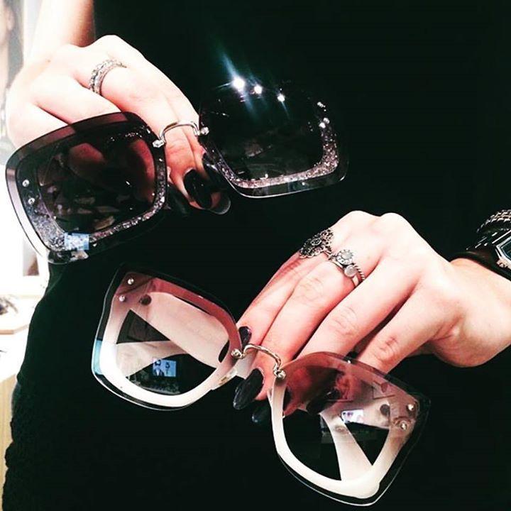 28f0e34c86794 Os óculos Miu Miu são capazes de deixar qualquer mulher perdidamente  apaixonadas ♥ Venha conferir os lançamentos  www.oticaswanny.com
