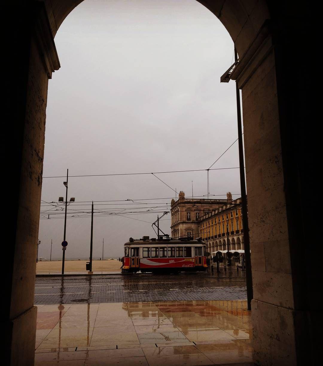 Viagens na Minha Terra #portugal #lisbon #lisboa #lisboalive #lisbonlovers #igerslisboa #lisboapt #igersportugal #portugalcomefeitos #portugaldenorteasul #ig_portugal #streetphoto_bw #bnw_captures #super_portugal #moinhodomquixote #blackandwhitephotography #p3top #instagram #wu_portugal #urbanromantix #brasileiraemportugal #streetphotography #portugalnumdia #igers #fototiradapormim #colares #vsco #conhecendoportugal #portugalalive #instapic