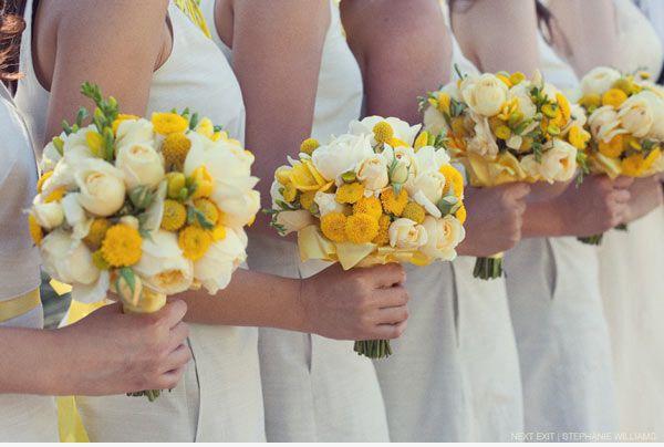Fiori Gialli Bouquet.Bouquet Damigelle Bianco E Giallo Fiori Per Matrimoni Mazzi Di