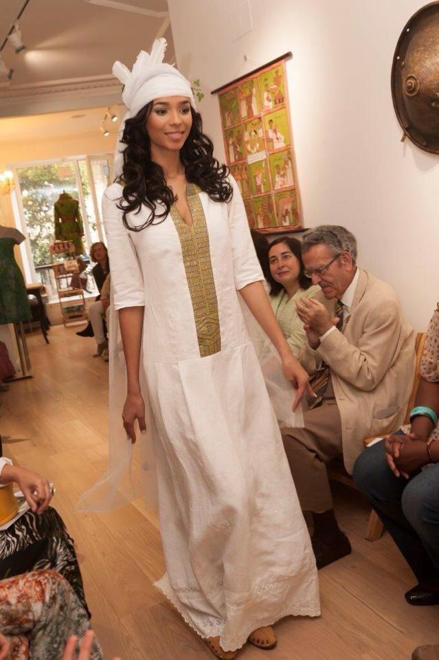 Vestido de novia con lino y encaje de sábanas familiares del S-XIX ...