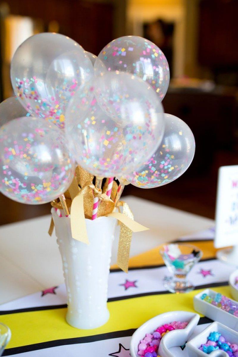 15 ways to decorate a table with a balloon centerpiece on for Balloons arrangement decoration