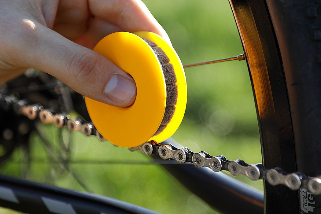 The Newest Most Efficient And Oil Saving Way To Lubricate Your Bike Chains Bike Chain Chain Bike