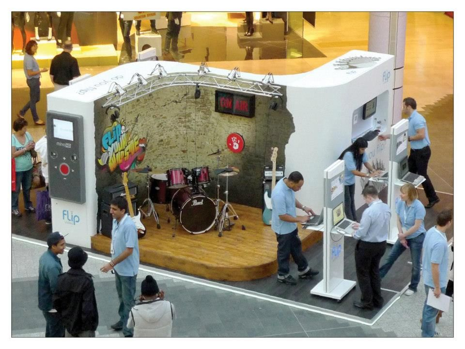 Marketing Ideas For Exhibition Stand : Cisco flip experiential stand marketing