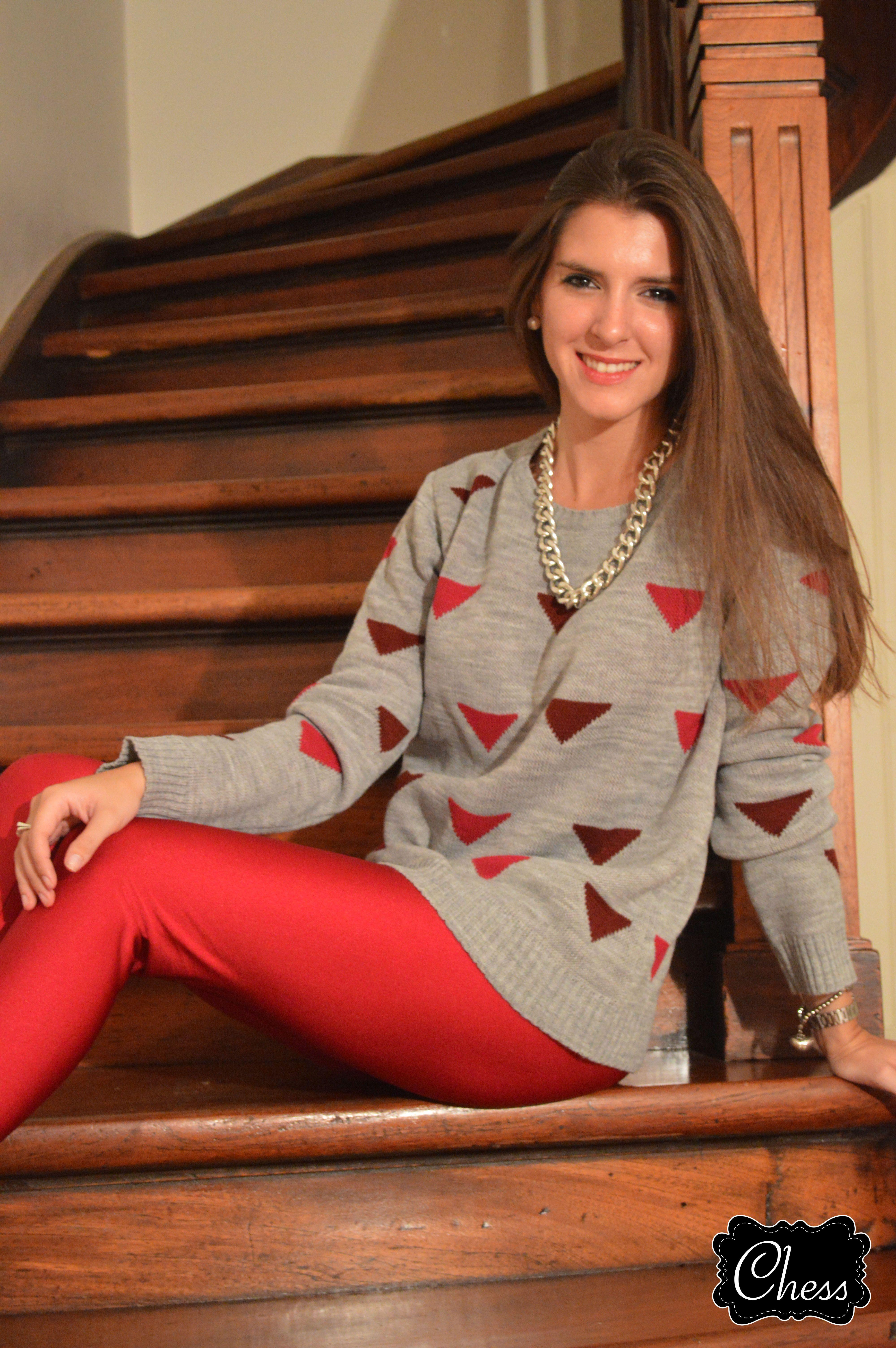 + Sweater Gris Triángulos + Calzas Fucsias