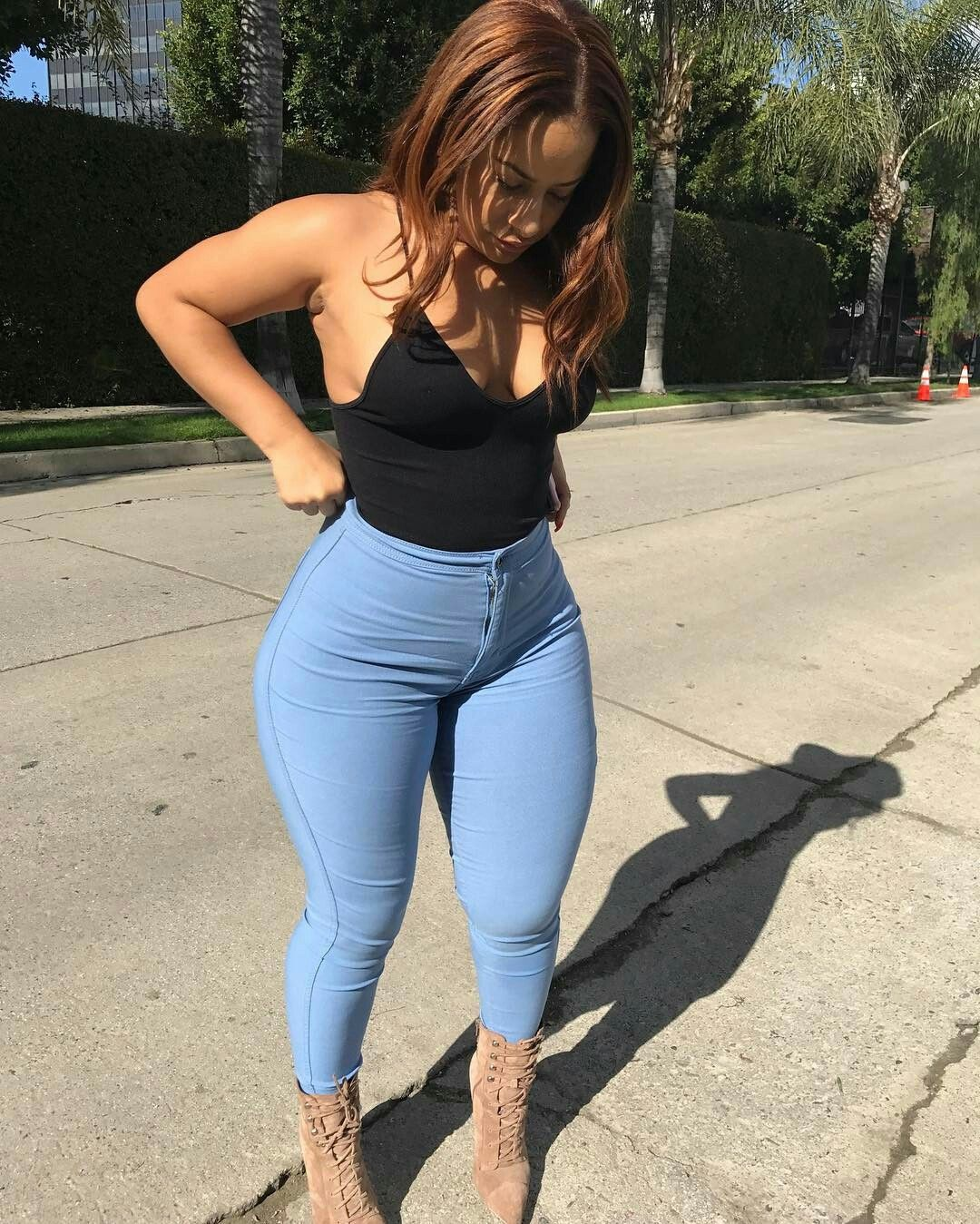 Thick girls in pants-2081