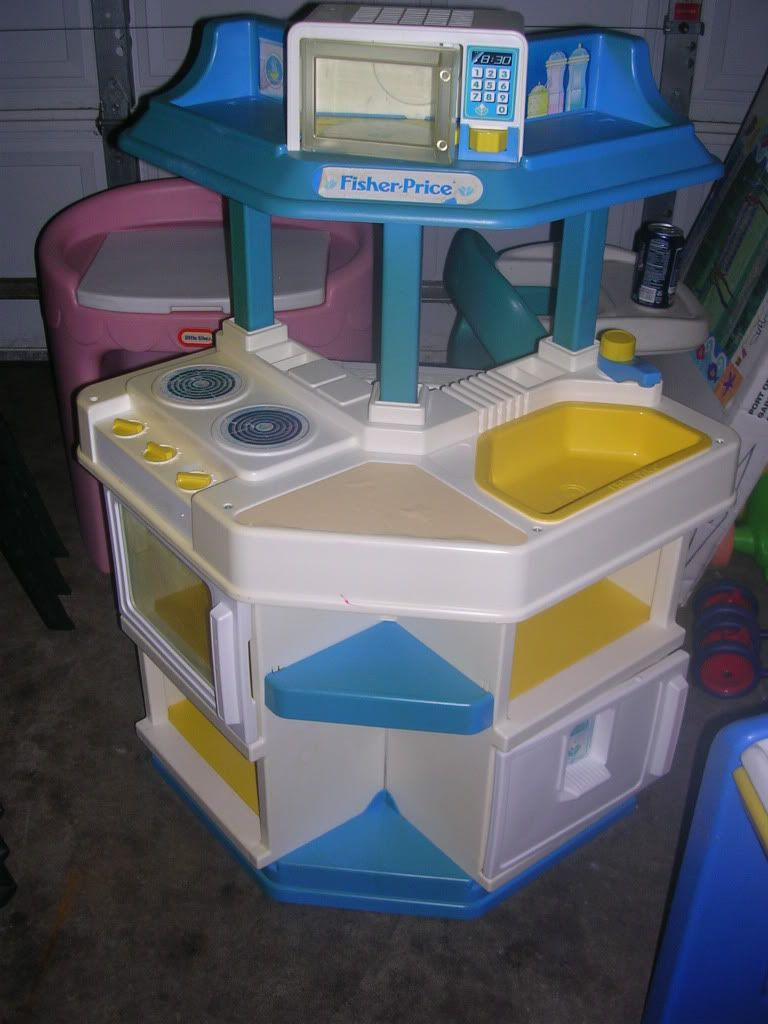 Fisher Price Play Kitchen.I had this EXACT play kitchen when I was ...