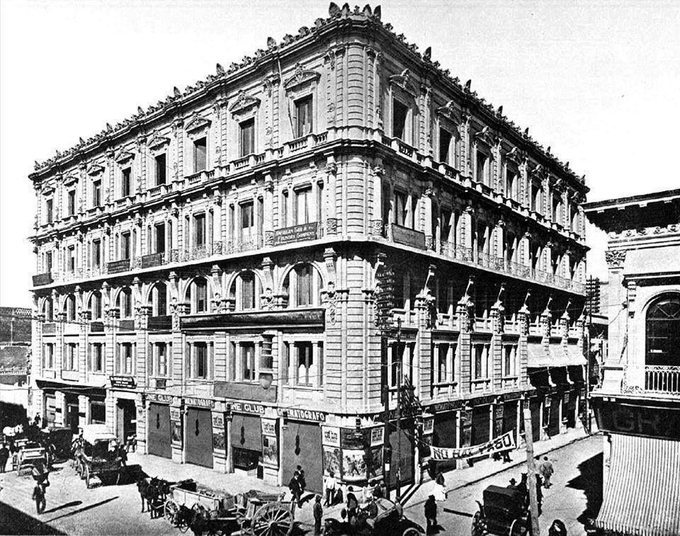 El Edificio París, en 5 de Mayo y Motolinía, Centro Histórico, hacia 1910