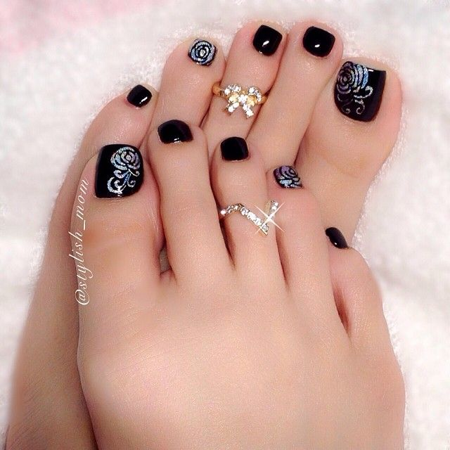 Pedicure flower design black and white silver fall winter